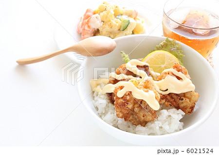 チキン南蛮 丼 チキン 唐揚げの写真素材 Pixta